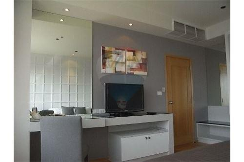 RE/MAX Executive Homes Agency's Spacious 1 Bedroom for Rent Emporio Place 7