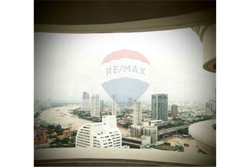 RE/MAX Executive Homes Agency's Office for Rent at State Tower Building 1
