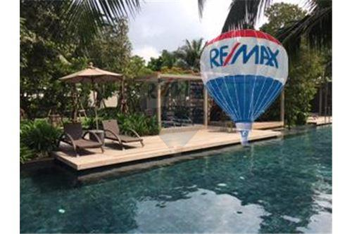 RE/MAX Properties Agency's FOR SALE  THE RIVER    2 BED 78SQM 33