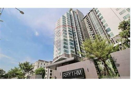 RE/MAX Executive Homes Agency's Spacious 1 Bedroom for Rent Rhythm 36-38 1
