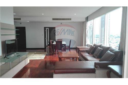 RE/MAX Executive Homes Agency's Wilshier Condominium Located on Sukhumvit 22 7