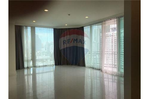 RE/MAX Executive Homes Agency's Spacious 3 Bedroom for Rent Royce Residence 1