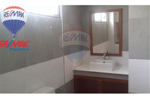 RE/MAX Properties Agency's FOR RENT The Roof Garden On Nut 2BED 140SQM. 9