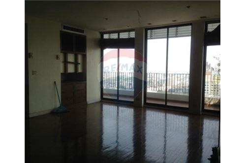 RE/MAX Executive Homes Agency's Spacious 3 Bedroom Penthouse for Sale Icon III 4