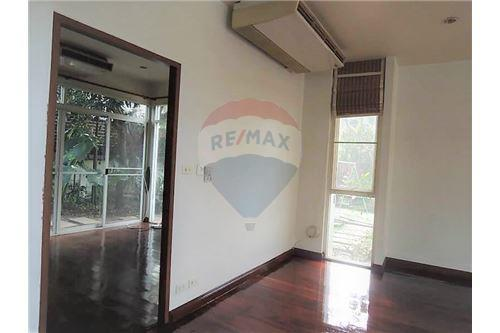 RE/MAX Executive Homes Agency's Thai Style 4 Bedroom House for Rent BTS Ekamai 9