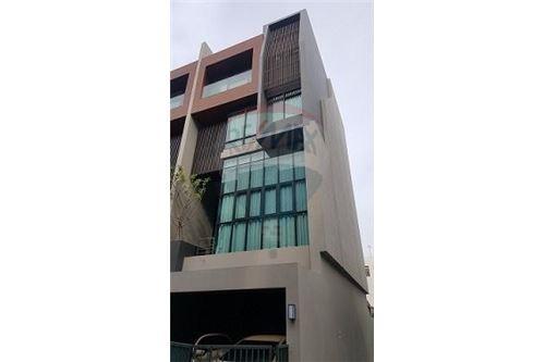 RE/MAX Executive Homes Agency's Nice 4 Bedroom for Sale Parklane Ekamai 22 1