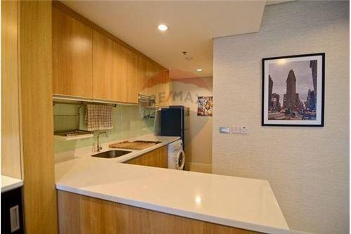 RE/MAX Properties Agency's 1 Bed duplex for rent 40,000Baht at Villa Asok 1