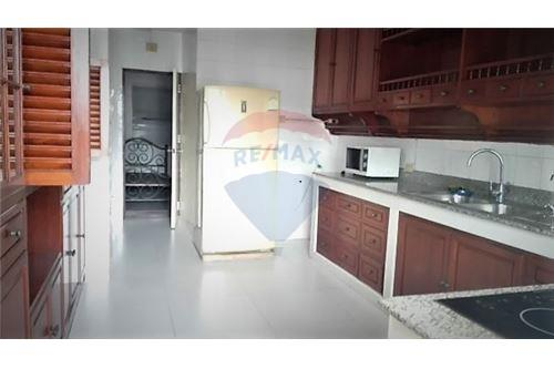 RE/MAX Executive Homes Agency's Newly Renovated Condo For Rent Near Asoke BTS/MRT 4
