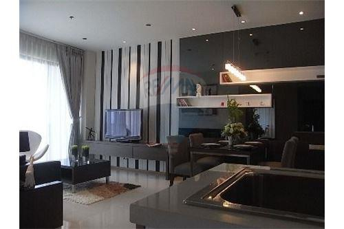 RE/MAX Executive Homes Agency's Spacious 1 Bedroom for Rent Emporio Place 8