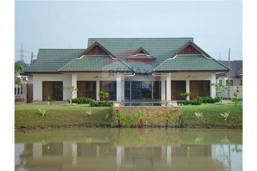 "RE/MAX Executive Homes Agency's ""Baan Yu"" 8.7M in Baan Melanie plot K-4b 8"