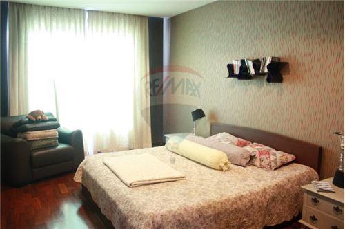 RE/MAX Executive Homes Agency's Wilshire Sukhumvit 22 Phrompong Condo 2 Bedrooms 5
