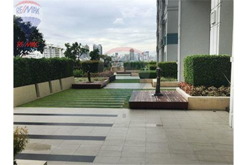 RE/MAX Properties Agency's FOR SALE  IVY THONGLOR   1BED 38SQM 9