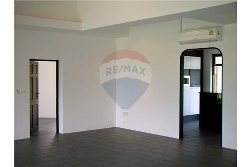 "RE/MAX Executive Homes Agency's ""Dok Bua"" 11.59 M in Baan Melanie plot G-7 45"