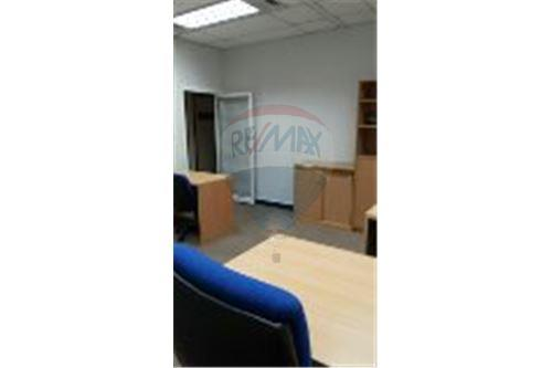 RE/MAX Executive Homes Agency's Serviced Office For Rent at sathorn area 3