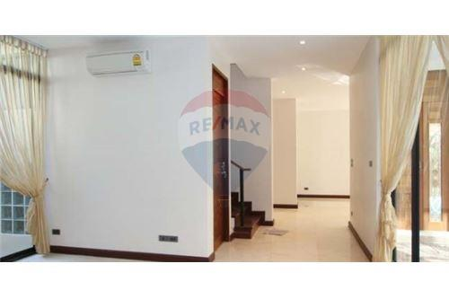 RE/MAX Executive Homes Agency's House with private pool near BTS Phrompong 5