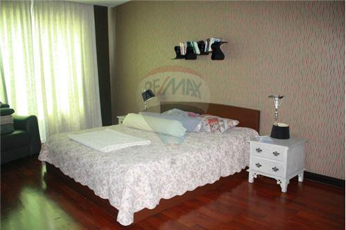 RE/MAX Executive Homes Agency's Wilshire Sukhumvit 22 Phrompong Condo 2 Bedrooms 3