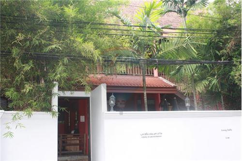RE/MAX Executive Homes Agency's Thai houses compound in prime area for Sale 10