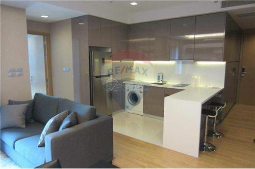 RE/MAX Executive Homes Agency's Spacious 1 Bedroom for Rent Hyde 13 8