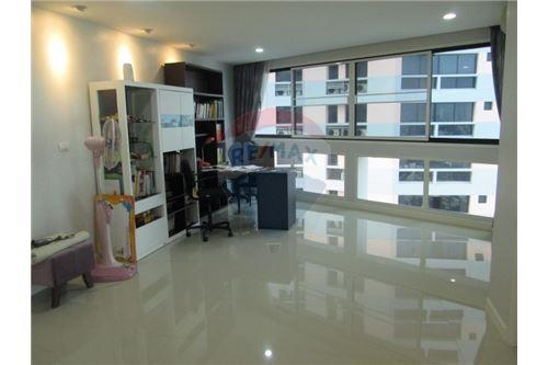 RE/MAX Properties Agency's President Park 3 Bedroom for RENT! 3