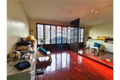 RE/MAX Properties Agency's For Sale Wilshire Condominium 2 Bedroom 6