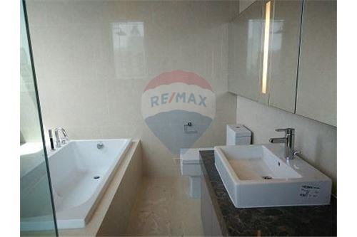 RE/MAX Executive Homes Agency's Spacious 3 Bedroom for Sale Hyde 13 6