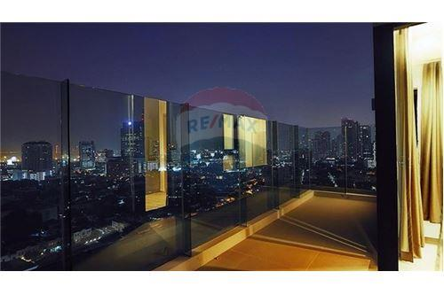 RE/MAX Properties Agency's Rhythm Sukhumvit 36-38 2 BED 88 Sqm. 16