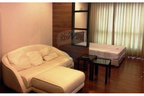 RE/MAX Executive Homes Agency's Nice Studio type Bedroom for Rent Ivy Thonglor 1