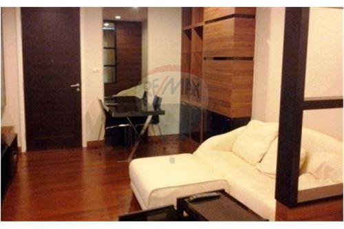 RE/MAX Executive Homes Agency's Nice Studio type Bedroom for Rent Ivy Thonglor 3