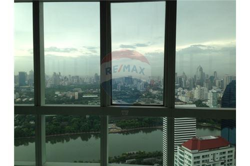 RE/MAX Properties Agency's Millennium residence penthouse for sell! 4