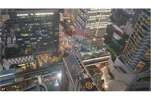 RE/MAX Properties Agency's 1 bed high floor for rent 50,000 Baht!!! 12