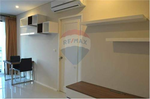 RE/MAX Executive Homes Agency's Spacious 1 Bedroom for Rent Villa Asoke 6