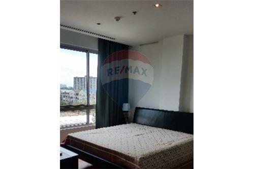 RE/MAX Executive Homes Agency's Spacious 2 Bedroom for Rent Lofts Yennakart 1