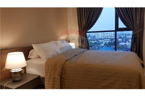 RE/MAX Executive Homes Agency's Life Sukhumvit 48 brand new condos for sale/rent 3