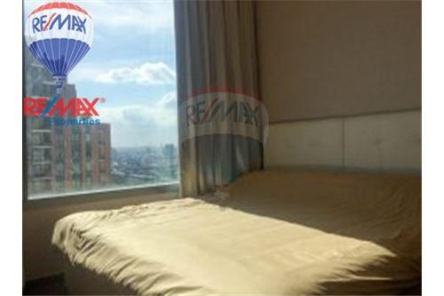 RE/MAX Properties Agency's FOR SALE The Roof Garden On Nut 3BED 230.82SQM 12