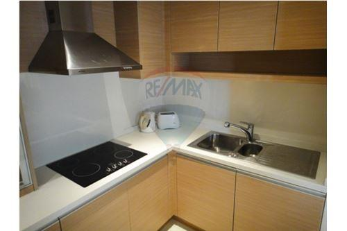 RE/MAX Executive Homes Agency's The Emporio Place / 2 Bedrooms / For Rent 7