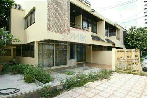 RE/MAX Properties Agency's SALE Townhouse EKAMAI 12 41SQ.Wah 1