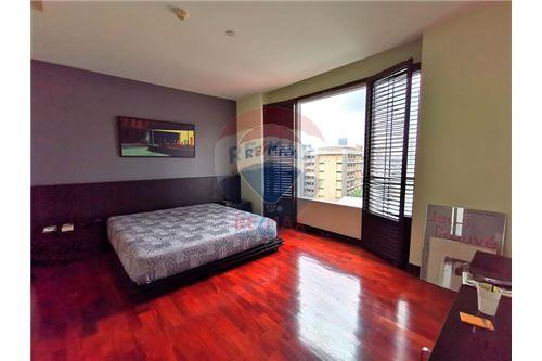 RE/MAX Properties Agency's For Sale Wilshire Condominium 2 Bedroom 12