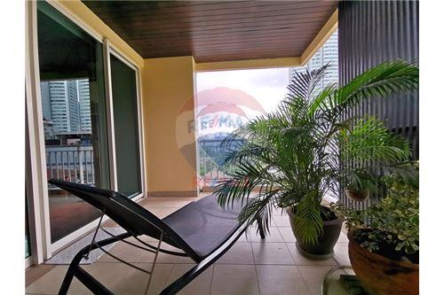 RE/MAX Properties Agency's For Sale Wilshire Condominium 2 Bedroom 9