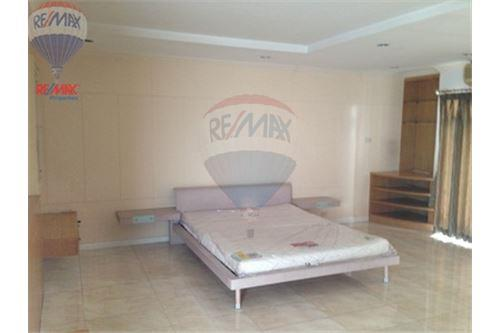 RE/MAX Properties Agency's FOR RENT  REGENT ON THE PARK 1  2BED 250SQM 1