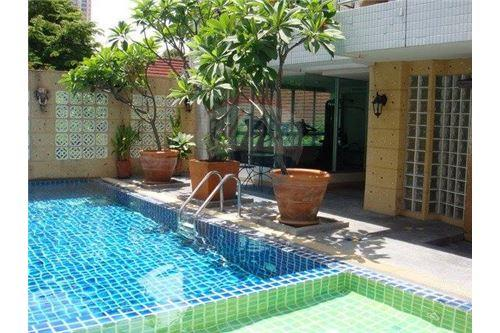 RE/MAX Executive Homes Agency's Pet-Friendly Apt. / 3 Beds / For Rent /  Sathorn 8
