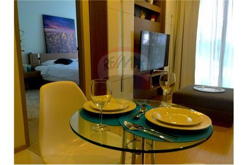 RE/MAX Executive Homes Agency's 1 Bedroom / for Sale / art @ thonglor 25 4