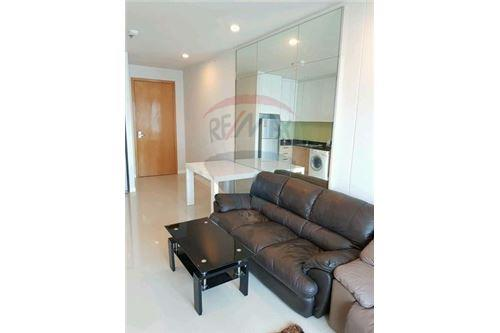 RE/MAX Executive Homes Agency's Nice 2 Bedroom for Sale Circle Petchburi 2