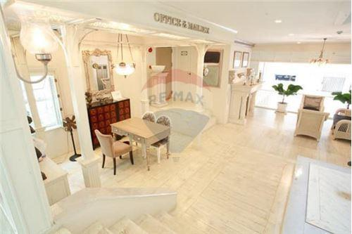 RE/MAX Properties Agency's 2 Beds for sale only 9,800,000!!! 7