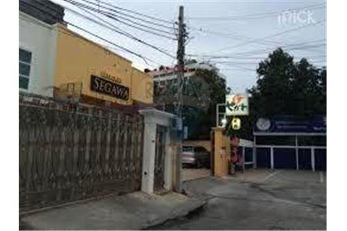 RE/MAX Executive Homes Agency's 2 storey house with commercial space For Rent 6