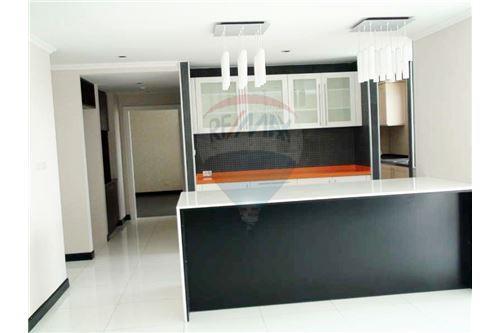 RE/MAX Properties Agency's Floraville Condominium Suite 303 sq.m., 9.5 MB 3