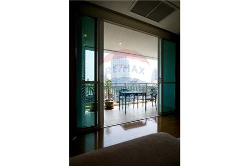 RE/MAX Executive Homes Agency's 3 Bedrooms for Rent near BTS Phromphong 3