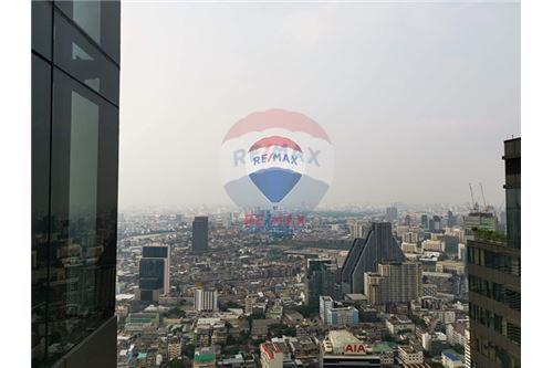 RE/MAX Properties Agency's Ashton Silom | Selling Down payment 9