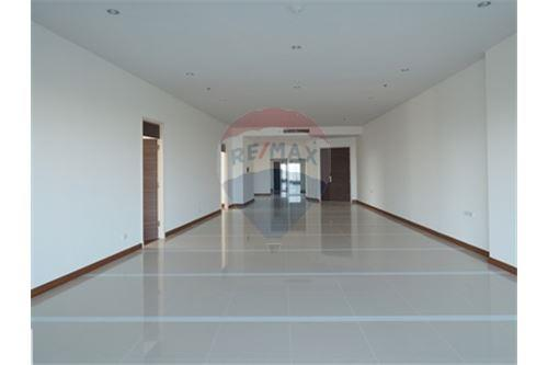 RE/MAX Properties Agency's RENT Supalai Prima Riva 4BED 355.55SQM. 4