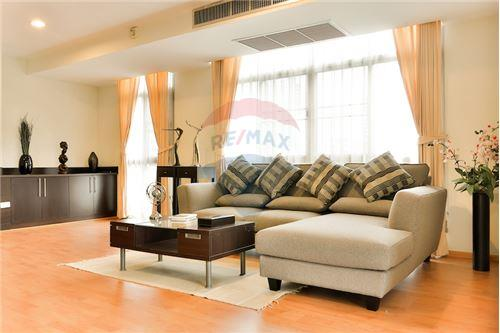RE/MAX Executive Homes Agency's Spacious 2 Bedroom for Rent Capital 30/1 1