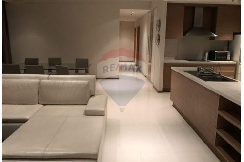 RE/MAX Executive Homes Agency's Spacious 3 Bedroom for Rent Emporio Place 1